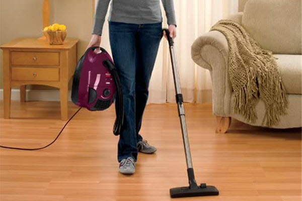 Bissell Zing 4122 Cleaning Floor