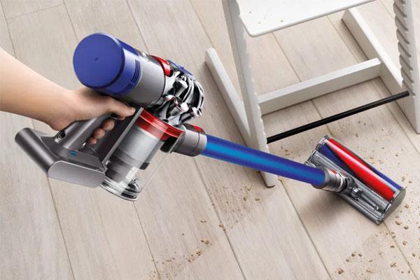 Dyson V7 Fluffy Cordless Stick Vacuum